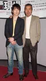 NHK土曜ドラマ『刑事の現場』の記者会見に出席した寺尾聰と森山未來