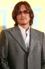 映画『犬と私の10の約束』の完成披露試写会に出席した豊川悦司