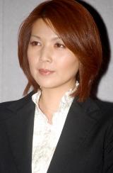 NHK朝の連続テレビ小説『瞳』の特別試写会に出席した飯島直子