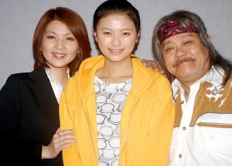 NHK朝の連続テレビ小説『瞳』の特別試写会に出席した(左から)飯島直子、榮倉奈々、西田敏行