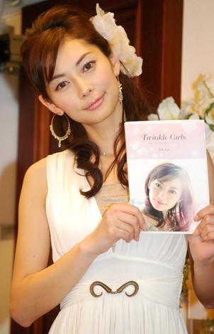 女性部門1位の伊東美咲(07年12月9日、著書「Twinkle Girls〜美咲と女の子たちのガールズトーク〜」出版記念発表会の様子)