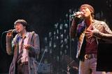 父親の失踪を告白したCHEMISTRYの川畑要(右)と堂珍嘉邦【2月13日『Yahoo!ライブトーク』での模様】