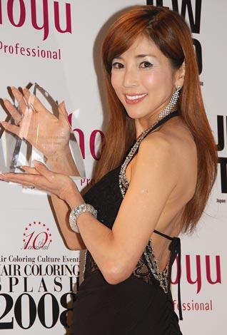 サムネイル 『第10回 HAIR COLORING AWARD 2008』に出席した川島なお美