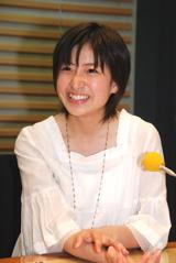 笑顔で収録に臨む南沢奈央