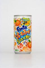 """""""振らなきゃ飲めない""""炭酸飲料「ファンタ ふるふるシェイカー オレンジ」"""