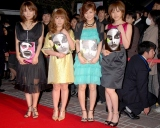 (左から)保田圭、矢口真里、新垣里沙、高橋愛