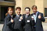 共演者とのショット(左ダイアナ、中央くりぃむしちゅー、右トム)