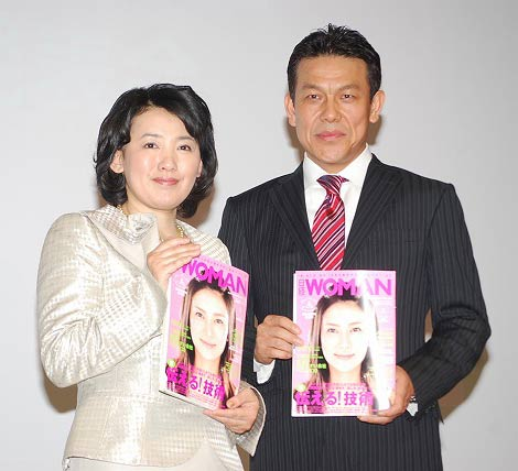 日経WOMAN麓幸子編集長とP&Gの桐山一憲社長(右)