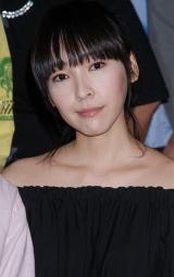 映画『ぼくたちと駐在さんの700日戦争』の初日舞台挨拶に登壇した麻生久美子
