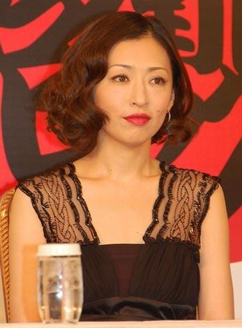 『五右衛門ロック』の製作発表に出席した松雪泰子