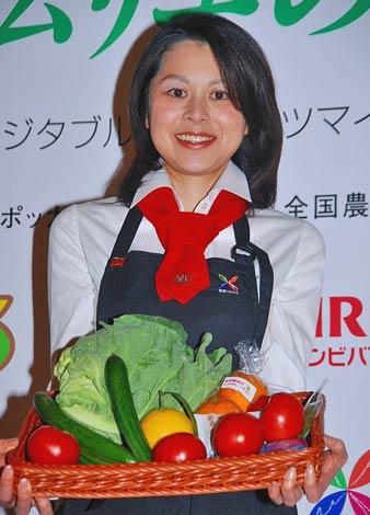 日本ベジタブル&フルーツマイスター協会の理事就任会見に出席した野菜ソムリエ・王理恵