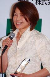 『第2回ベストアサイーニスト』の授賞式に出席した岡崎朋美