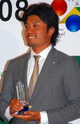 『第2回ベストアサイーニスト』の授賞式に出席した末續慎吾