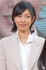 ドラマ『7人の女弁護士』の記者会見に出席した滝沢沙織