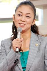 ドラマ『7人の女弁護士』の記者会見に出席した中島知子