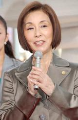 ドラマ『7人の女弁護士』の記者会見に出席した野際陽子