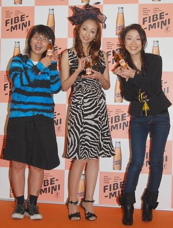 ファイブミニ『ファイバーC』PRイベントに出席した神田うのとクワバタオハラ