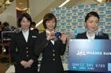 JALの制服姿で登場した相武紗希