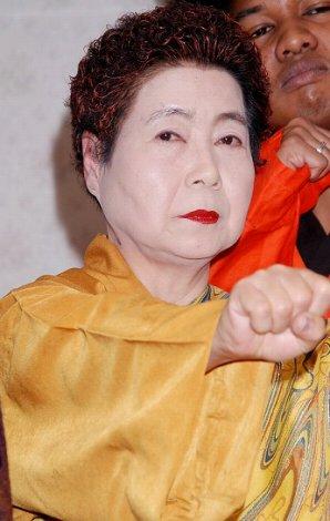 映画『少林老女』の製作発表記者会見に出席した浅見千代子