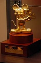 黄金のミッキーマウス像