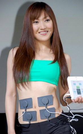 ダイエット運動器具『NARLボディデザイン』の記者発表会に出席した高橋祐月