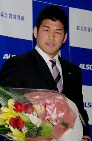 引退発表会見を開いた井上康生選手