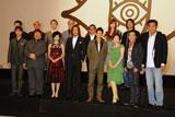 (前列左4番目より)豊川悦司、唐沢寿明、常盤貴子、香川照之