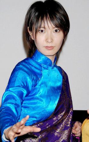 映画『少林老女』の完成披露試写会に出席した共演者の長澤奈央