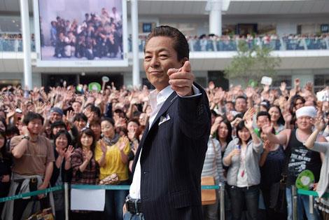 5月18日、1万人を前にライブを行った水谷豊