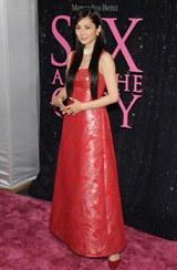 真っ赤なドレスで登場した伊東美咲