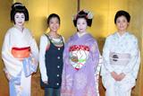 芸妓姿の京野ことみと着物姿の石田ひかりも出席