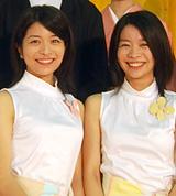 NHK連続テレビ小説『だんだん』で京野と共演する、三倉茉奈・佳奈[08年4月撮影]