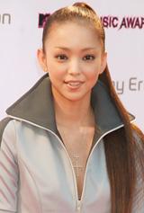 『MTV VIDEO MUSIC AWARDS JAPAN』のレッドカーペットに登場した安室奈美恵