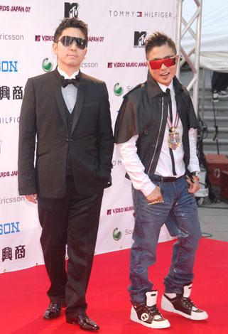『MTV VIDEO MUSIC AWARDS JAPAN』のレッドカーペットに登場したm-flo