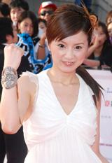『MTV VIDEO MUSIC AWARDS JAPAN』のレッドカーペットに登場した鈴木亜美