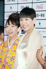 和田アキ子(右)