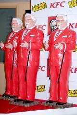 真っ赤なカーネル・サンダース像