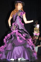 紫色とブラックを配色したドレス