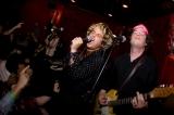 グリーン・デイの覆面バンド、ライブ披露