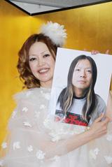 ヒサダトシヒロ(右の写真)と結婚発表したオセロ・松嶋尚美