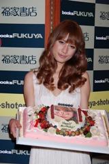 誕生日ケーキに喜ぶマリエ