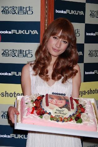 サムネイル 誕生日ケーキに喜ぶマリエ