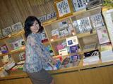 島谷ひとみが相田みつを美術館を訪れた様子