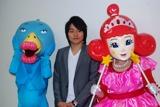 左より、番組キャラクターのカナリア(ハリセンボン・箕輪)、武田双龍、姫(ハリセンボン・近藤)