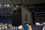 客席の間に建てられた高さ11mの映写室