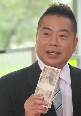 テレビ朝日系ドラマ『ロト6で3億2千万円当てた男』の制作発表会見に出席した出川哲朗