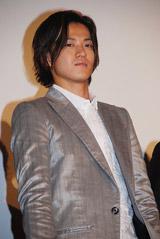 舞台挨拶での小栗旬(08年6月撮影)