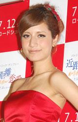 映画『近距離恋愛』試写会前に行われたイベントに登場したマリエ