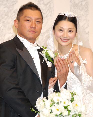 サムネイル 坂田亘・小池栄子夫妻が披露宴直前会見