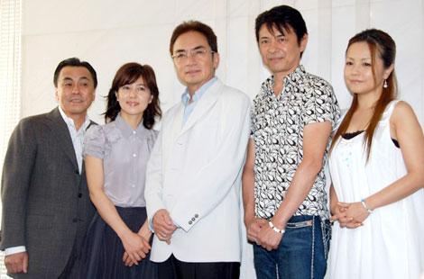 (左から)佐藤B作、石野真子、西郷輝彦、升毅、中澤裕子